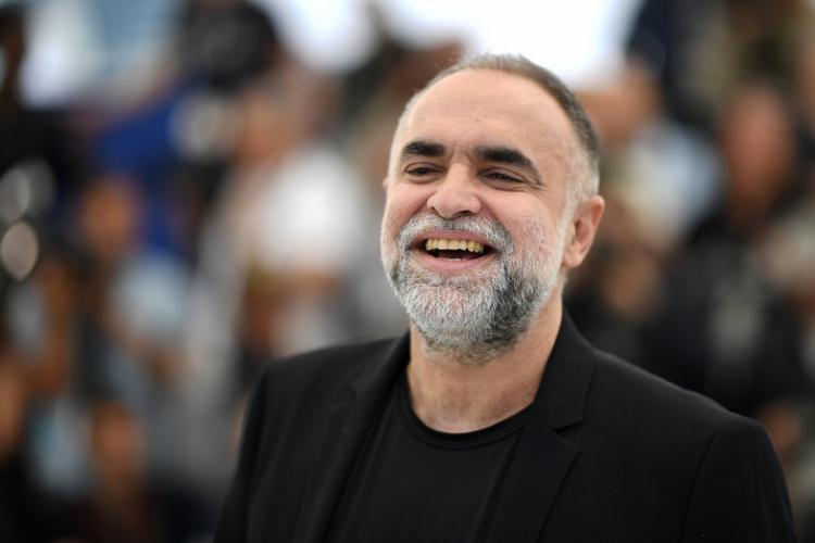 """Karim Aïnouz retorna ao Festival de Cannes em 2021 com novo documentário. Na foto, o cineasta em apresentação do longa """"A Vida Invisível"""" no mesmo evento, em 2019 (Foto: LOIC VENANCE / AFP)"""
