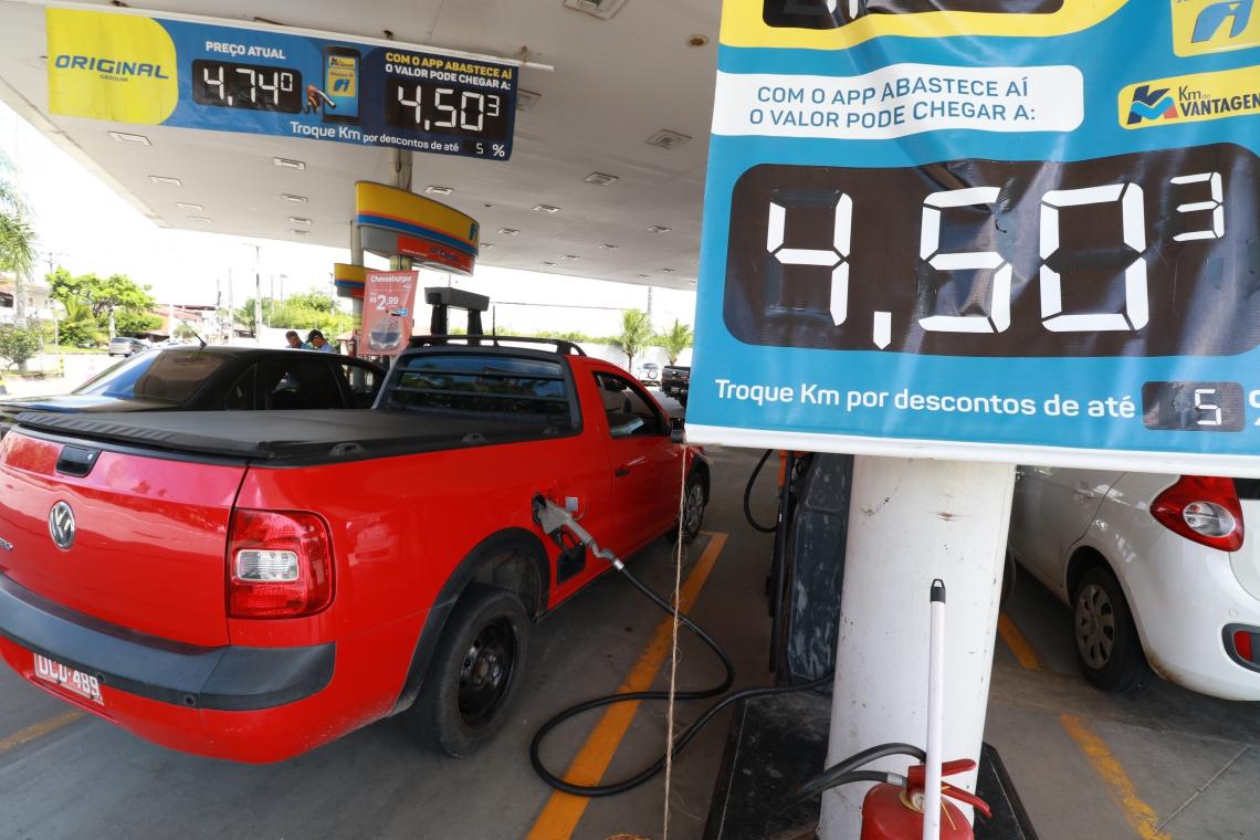 FORTALEZA,CE,BRAZIL,27.05.2019: Posto Ipiranga, na avenida Paulino Rocha. Postos de gasolina começam a baixar preço de combustível. (fotos: Tatiana Fortes/ O POVO)