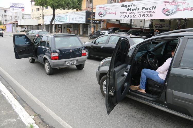 Em casos de acidentes sem vítimas, os condutores devem desobstruir a via o mais rápido possível. (Foto: Chico Alencar - 23/06/2015)