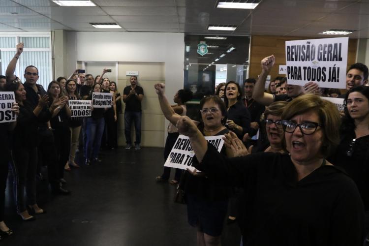 Servidores protestaram por ganho real no reajuste
