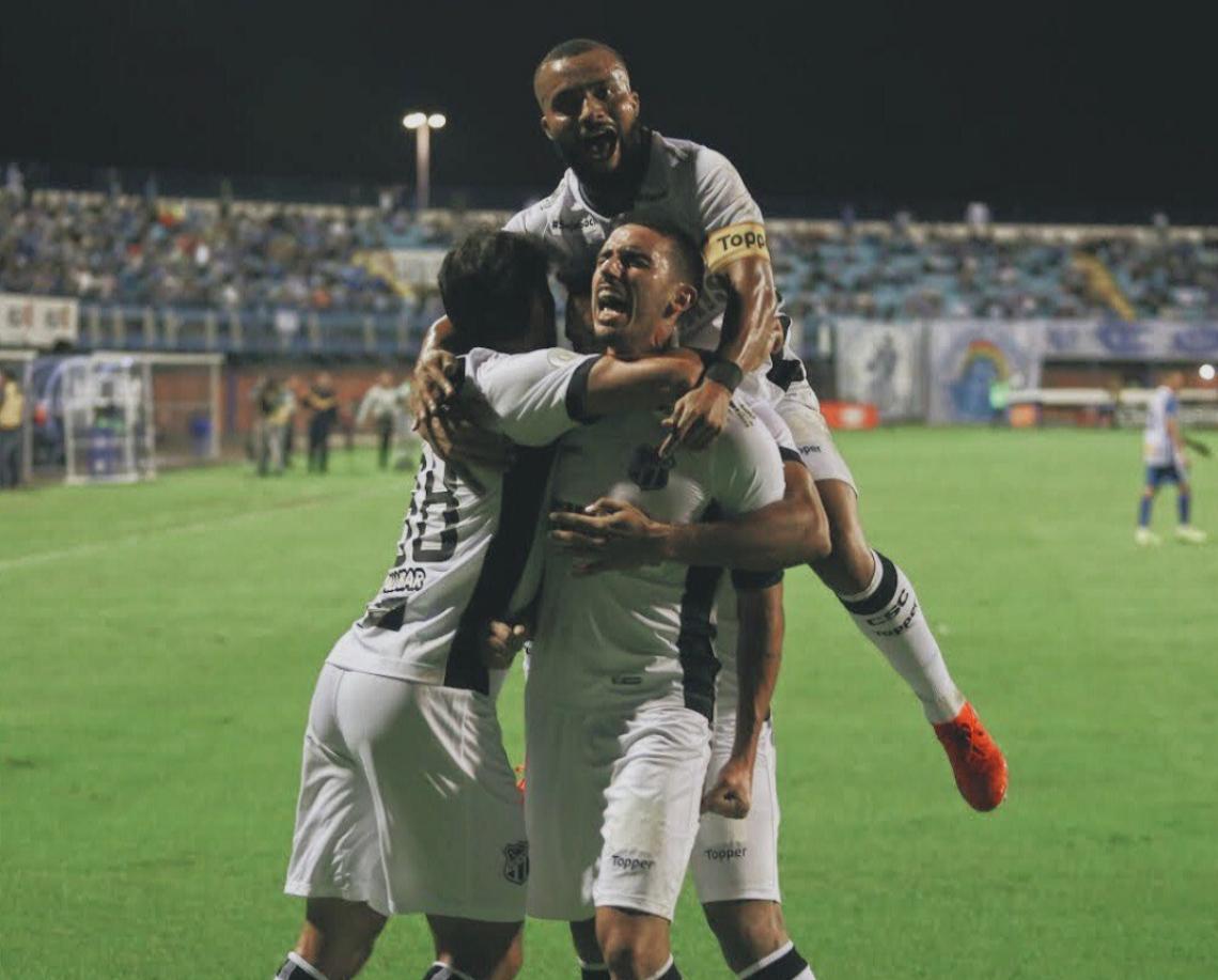 Thiago Galhardo tem três gols em três jogos