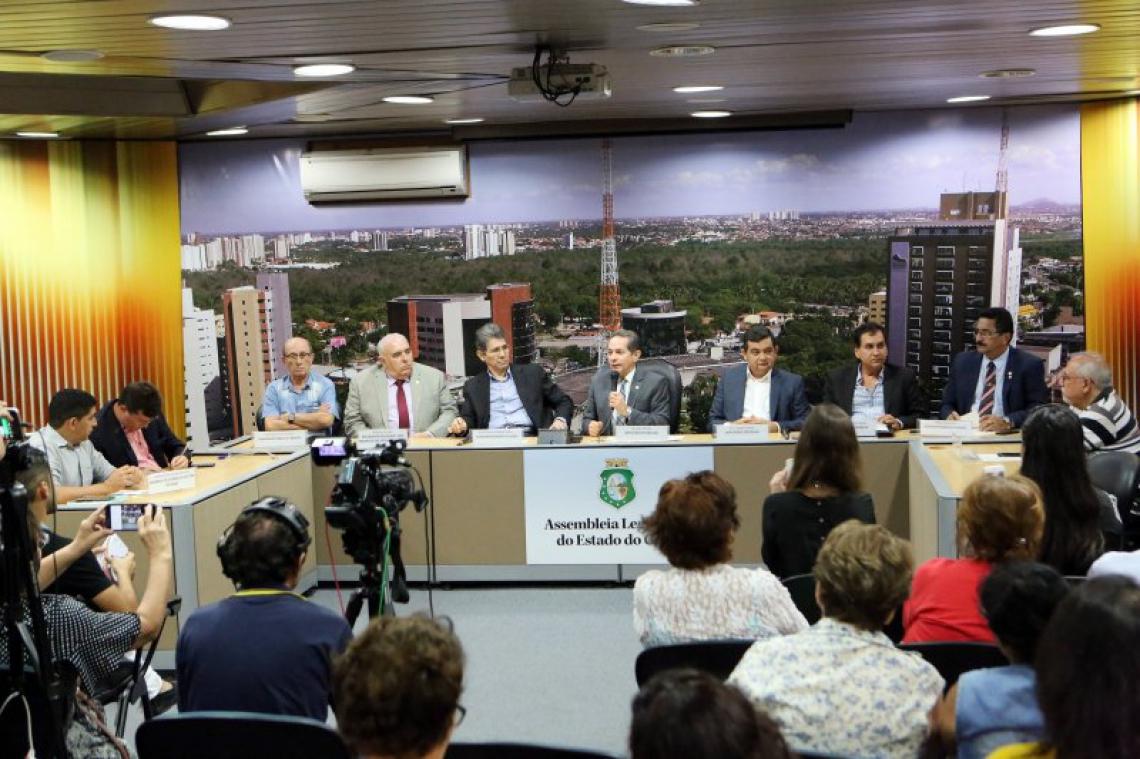 Audiência pública na Assembleia Legislativa do Ceará discutiu o fornecimentos do plano de Saúde para servidores do Estado.