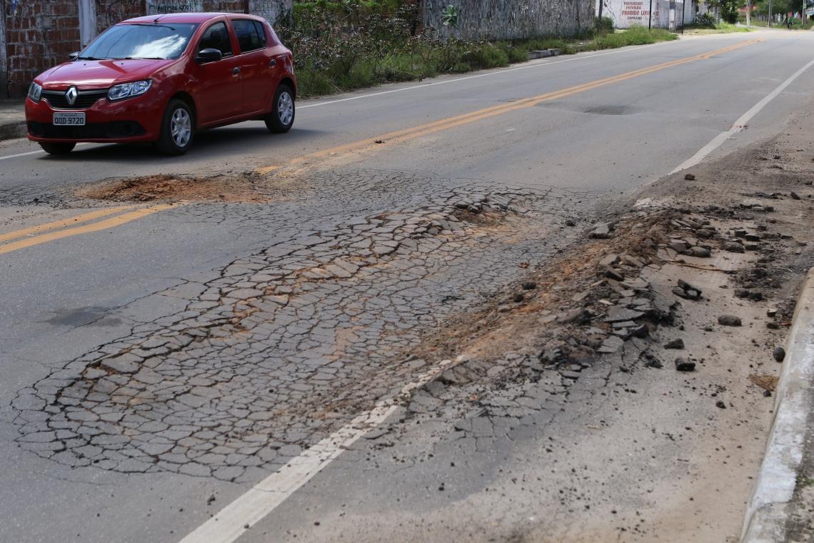 Estrada do Cumbuco (CE-090) está cheia de buracos