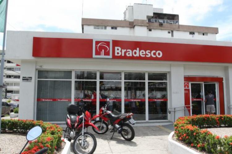 O Bradesco permite reembolso de impostos pagos pelos brasileiros no Exterior em viagens de negócios.