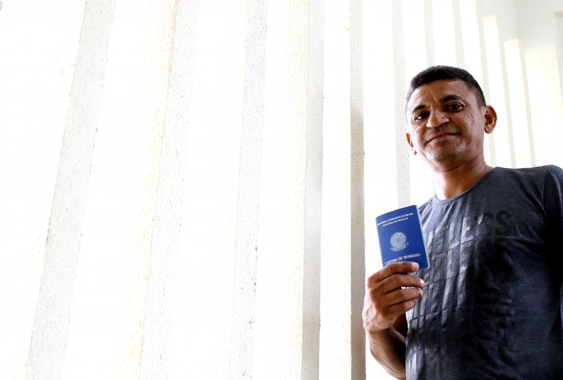 Carlos Cosme do Nascimento, 39, ex-morador de rua que deve voltar a trabalhar de carteira assinada em breve