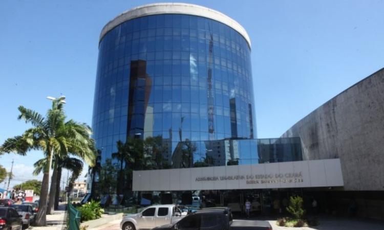 Assembleia Legislativa do Estado do Ceará, vista pela entrada da rua Barbosa de Freitas