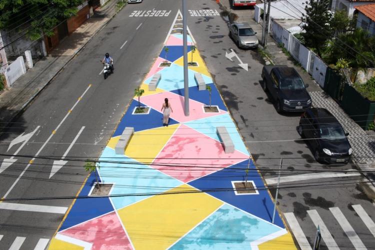 A praça ganhou novas cores e estrutura