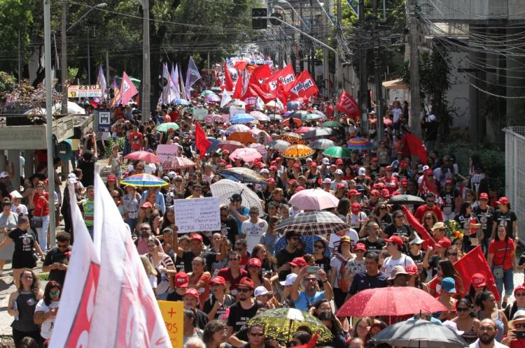 Protesto do último dia 15 de maio reuniu mais de 50 mil pessoas, de acordo com a organização do ato