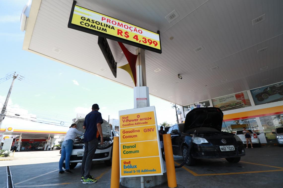 Posto Shell da avenida Pontes Vieira. Preço de Gasolina têm baixa em postos da cidade.