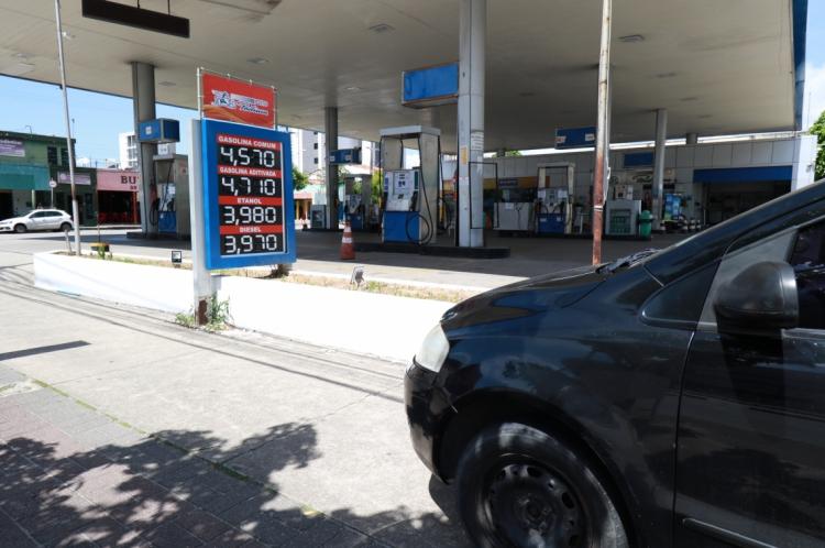 Preço de Gasolina têm baixa em postos da cidade.