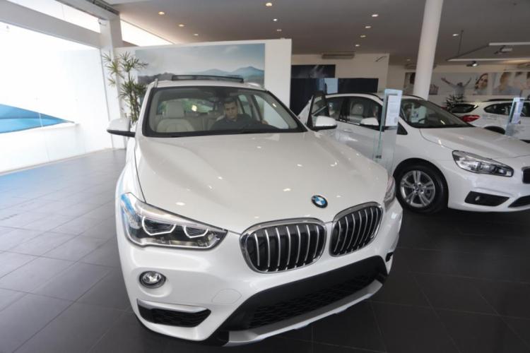 BMWs em concessionária de Fortaleza