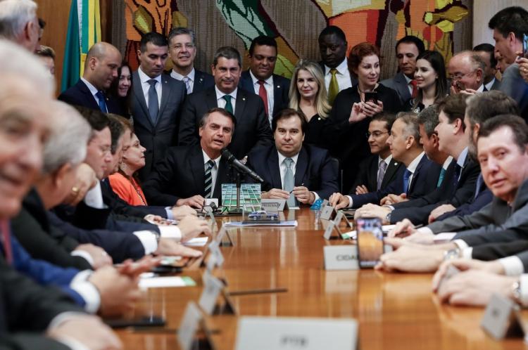 Entrega do Projeto de Lei da Carteira Nacional de Habilitação (CNH) ao Presidente da Câmara, Rodrigo Maia.