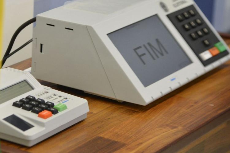 A biometria é uma tecnologia empregada pela Justiça Eleitoral que permite identificar o cidadão,no momento da votação.