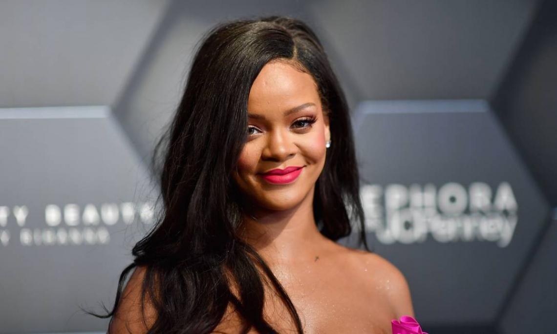 Rihanna supera Madonna e se torna a artista feminina mais rica da indústria musical.