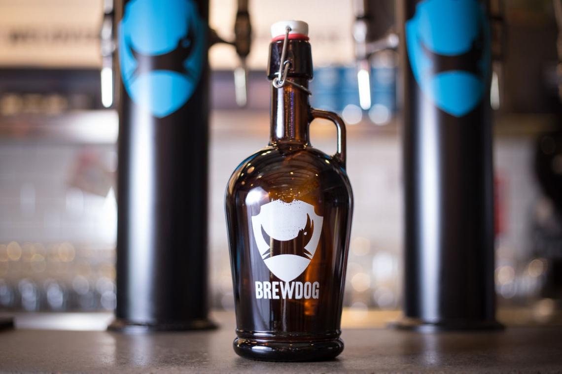 Uma acessório cervejeiro que chegou para ficar é o growler. Com ele, é possível levar para casa seu chope preferido e conservá-lo na geladeira por até sete dias! É um presentão para os amantes de cerveja