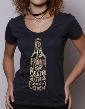 Camisetas Que tal algumas camisetas com o tema? Há centenas de opções diferentes, tanto para homens quanto para as mulheres que amam cerveja. Um presente bem criativo, divertido e que certamente será bem original e diferente.