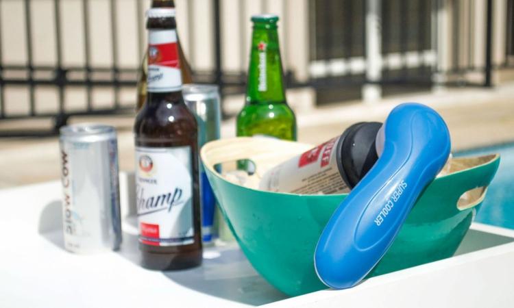 Super Cooler Falando em cerveja gelada, já conhece o Super Cooler? Associado a um recipiente com gelo, ele gela sua cerveja artesanal em até dois minutos! Uma alternativa muito útil e criativa.