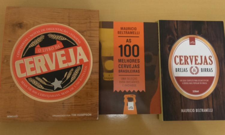 Livros sobre cervejas Para aqueles que são mesmo apaixonados por cervejas, gostam de frequentar feiras e fazer cursos sobre a bebida, livros que abordam o tema é uma ótima forma de presentear essa pessoa. Pode apostar que é um presente especial.