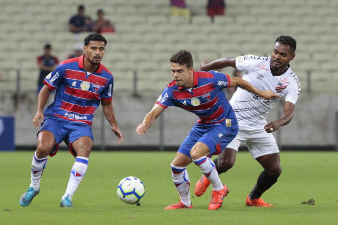 Fortaleza e Athletico-PR empataram em 0 a 0 na partida da ida, no Castelão