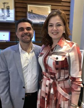 O cirurgião e artista plástico Isaac Furtado e a esposa Sheila Furtado