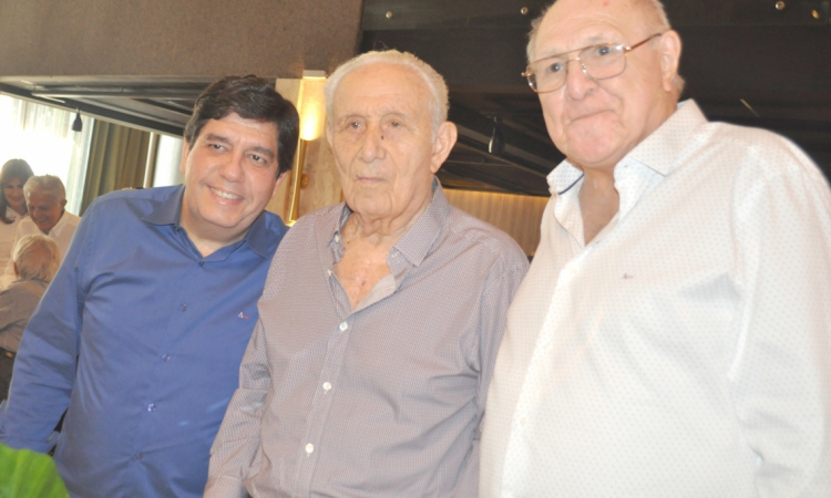 Humberto Bezerra quando na festa dos seus 93 anos com os amigos Cabeto Martins Rodrigues e Luiz Marques