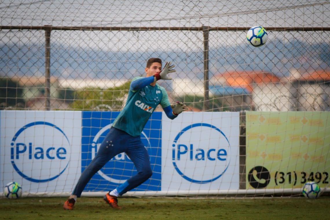 Goleiro já retornou de Portugal e está treinando na Toca da Raposa