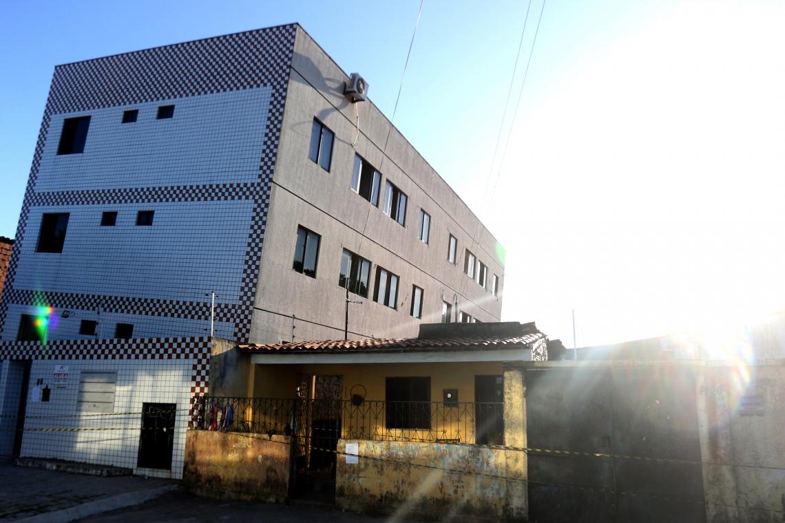 Prédio residencial que tombou na rua Travessa Campo Grande na Maraponga, corre risco iminente de desabar