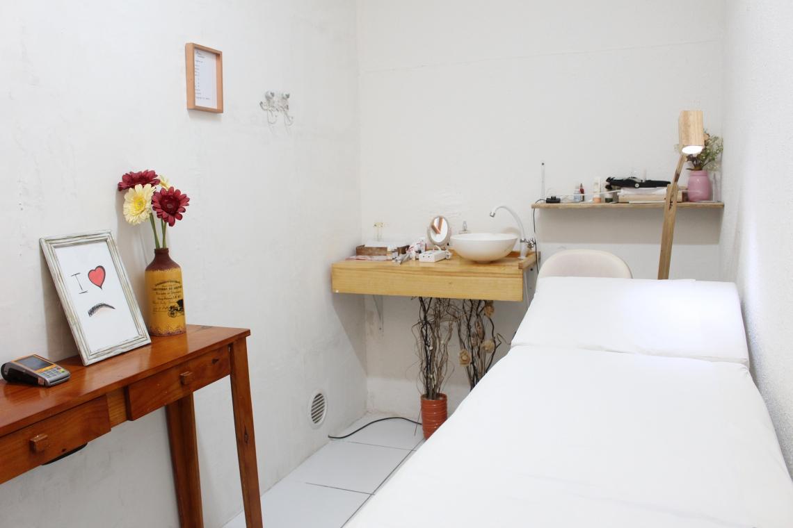 FORTALEZA, CE, BRASIL, 06-06-2019: Publi Editorial: Dijani Dutra - designer de sobrancelhas. (Fotos: Deísa Garcêz/Especial para O Povo).