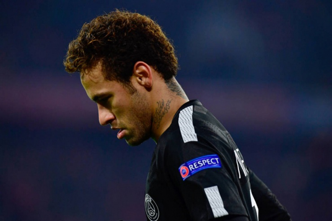 """""""Eu pedi para parar e você (Neymar) até pediu desculpas, mas agora mais uma pra terapia"""", diz a mulher em trecho do diálogo"""