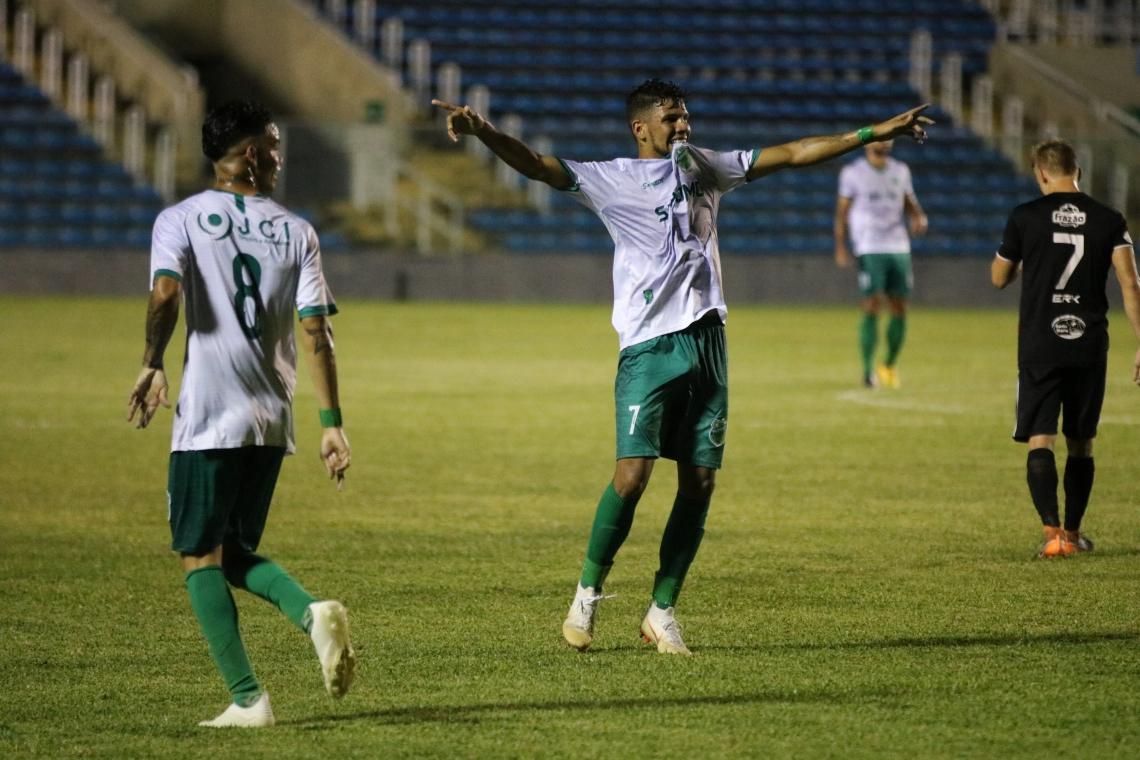 Paulo Vyctor foi o destaque do jogo entre Floresta e Santa Cruz-RN, com três gols