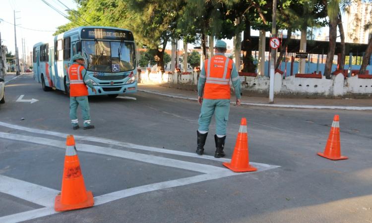 O motorista que vem do Centro em direção à Aldeota, deve entrar à direita na rua Dona Leopoldina, à esquerda na rua Franklin Távora, à esquerda na rua Nogueira Acioli e à direita para retornar à avenida Santos Dumont. (Foto: Mauri Melo/O POVO).