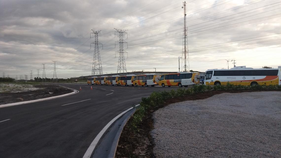 Estrada feita com cinzas de carvão é inaugurada no Pecém.
