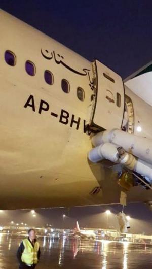 O fato aconteceu no último sábado, 8, quando o avião estava se preparando para decolar, já na pista.