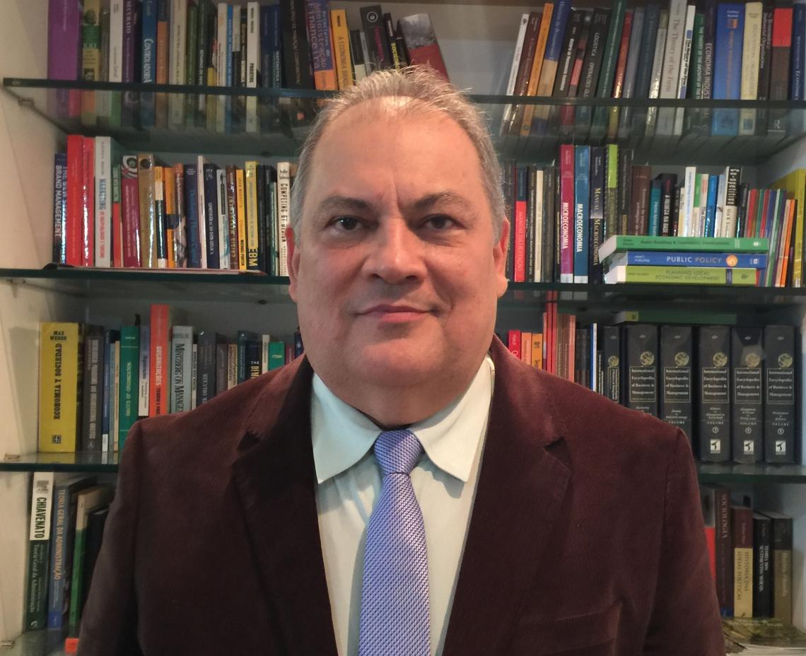 José Varela Donato Doutor em Administração e consultor de empresas