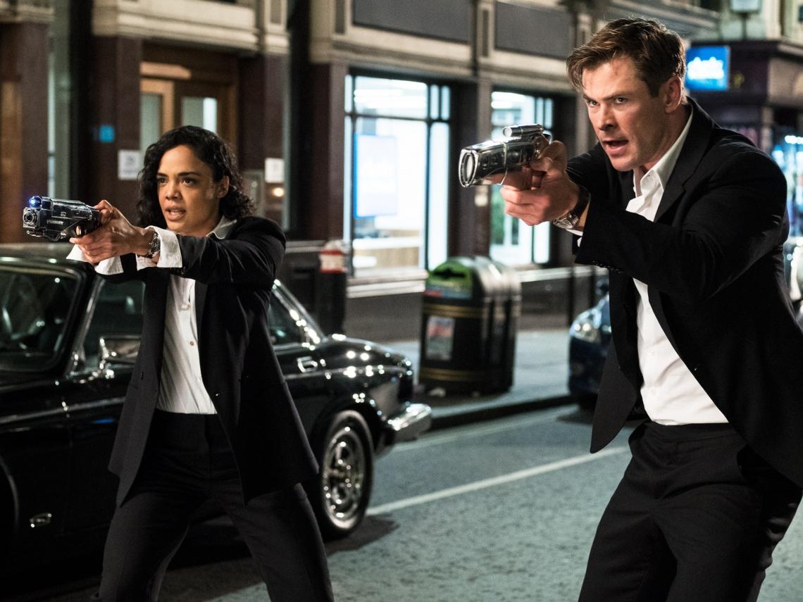 Agente M (Tessa Thompson) e Agente H (Chris Hemsworth) são a nova geração da dupla Will Smith/Tommy Lee Jones