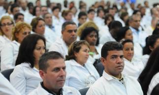 FORTALEZA, CE, BRASIL, 07-10-2013: Médicos estrangeiros participam de aula no auditório da Escola de Saúde Pública. Aula inaugural do Programa Mais Médicos, na Escola de Saúde Pública do Ceará. (Foto: Deivyson Teixeira/O POVO)