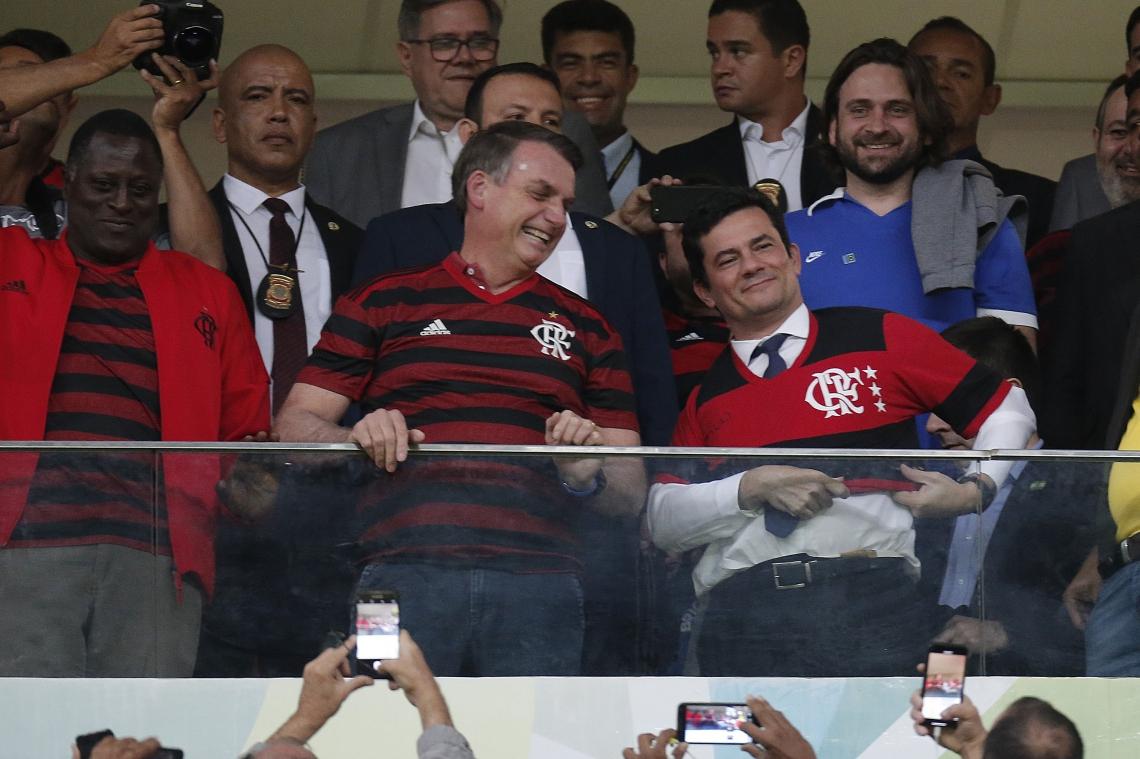"""Bolsonaro disse que caberá ao povo avaliar se o presidente e Moro estão """"certos ou não""""."""