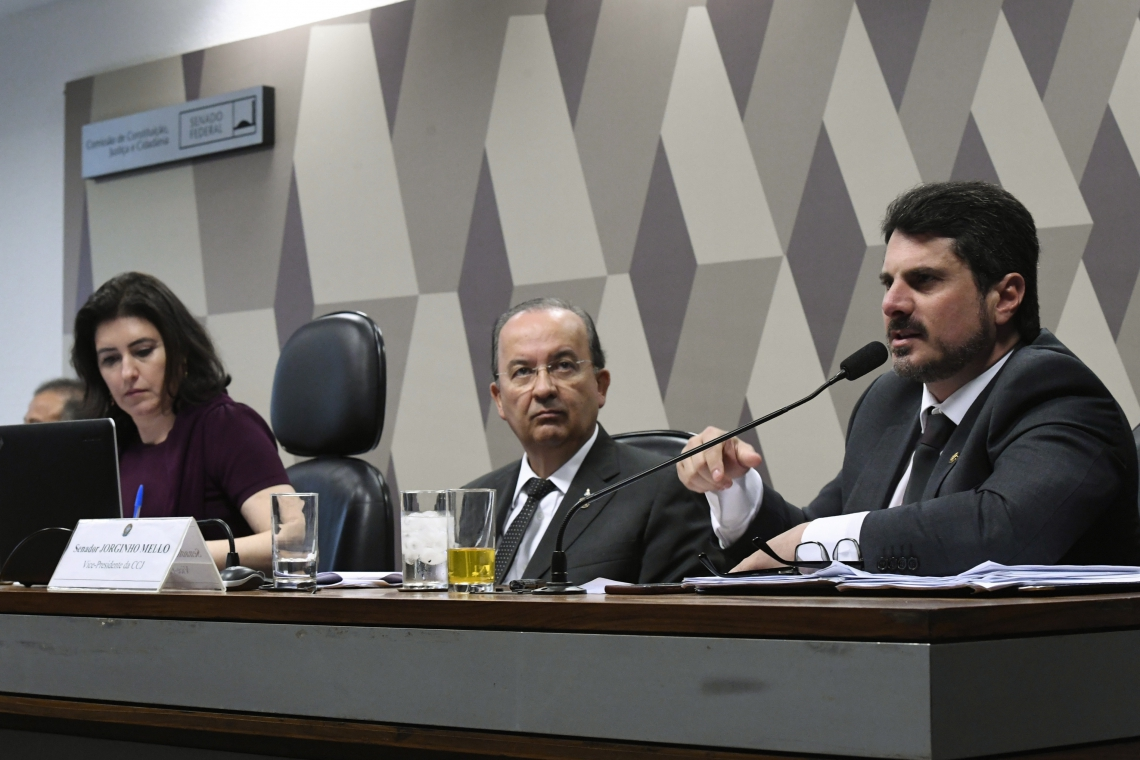 Após votação na CCJ, projeto chegou a ir ao Plenário ontem, mas teve votação adiada