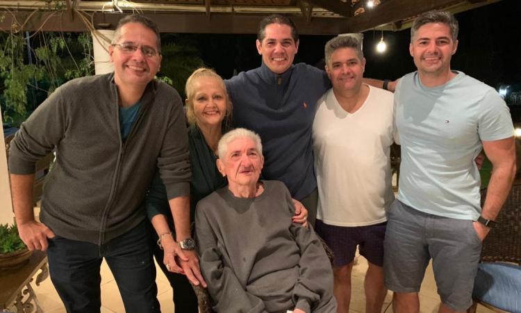 Tony, Fábio, Rodney, Igor e Germana com aniversariante Antonio Rangel
