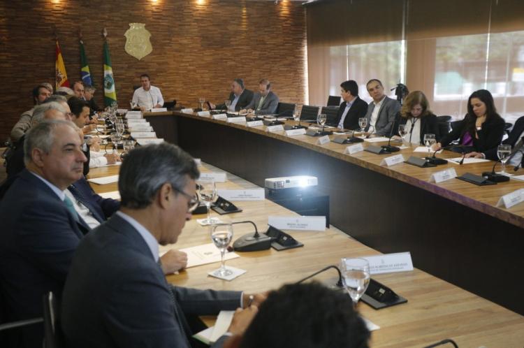 Camilo Santana se reúne com empresários no Palácio da Abolição.