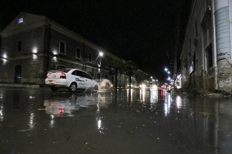 Chuvas torrenciais em Fortaleza. Avenida Pessoa Anta com Rua Boris. (