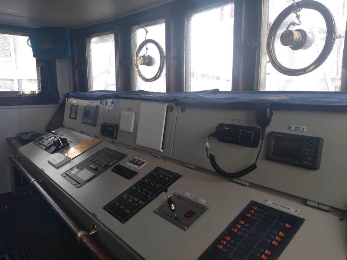 mesa de comando é o GPS para o comandante e os dois oficiais de guarda