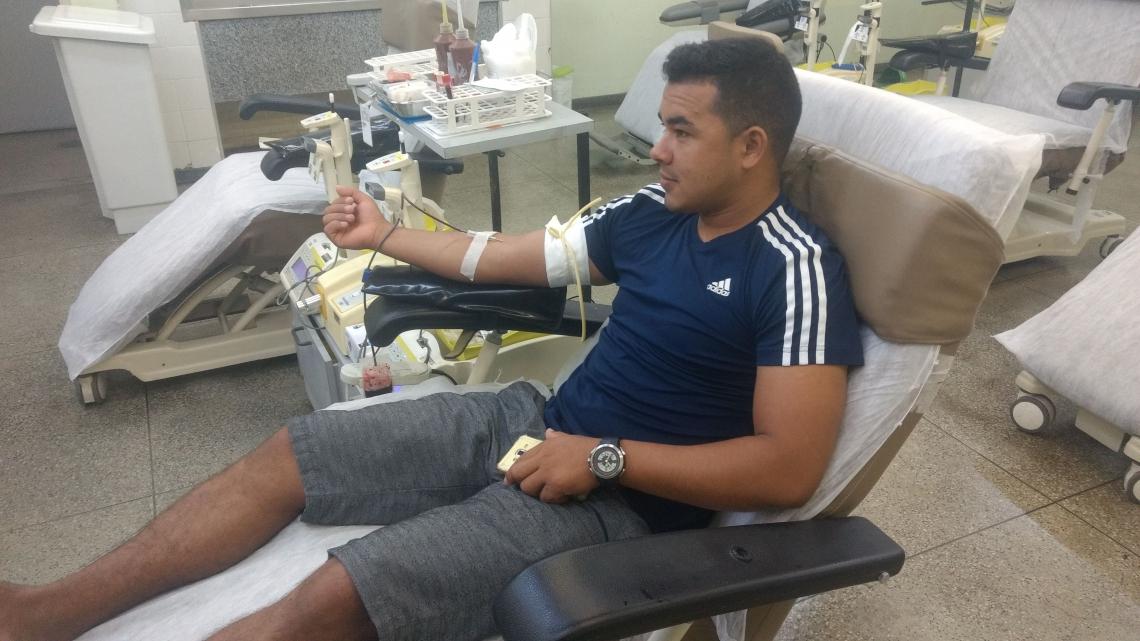 Josimar Oliveira Amaral, 24, doa sangue há três anos no Hemoce