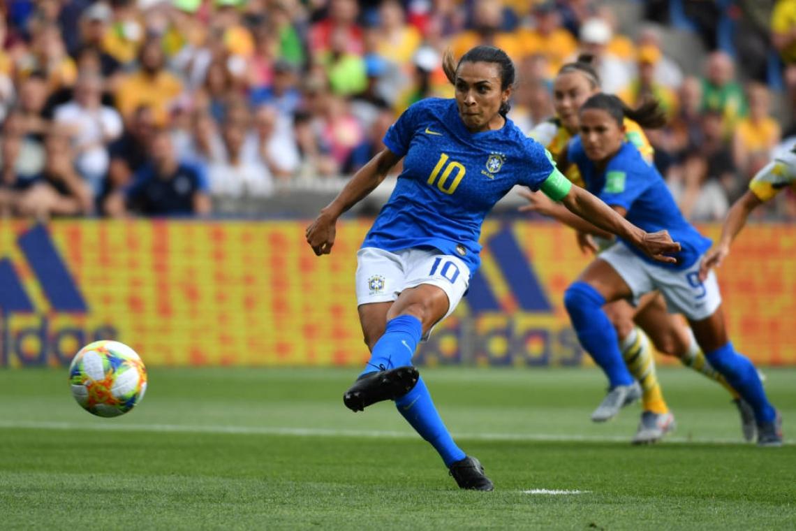 Marta marcou o seu de pênalti na derrota para Austrália