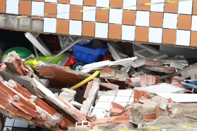 Defensores públicos visitaram os moradores do prédio que desabou no bairro Maraponga
