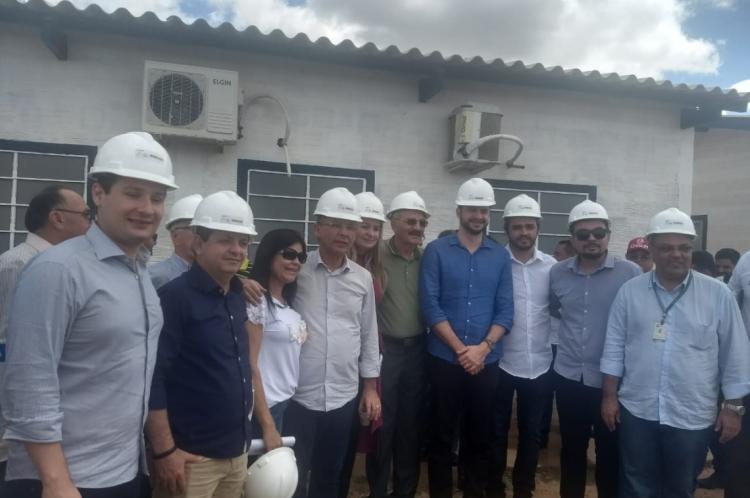Deputados cearenses visitaram, na manhã desta sexta-feira, as obras da Transposição do São Francisco no município de Penaforte.