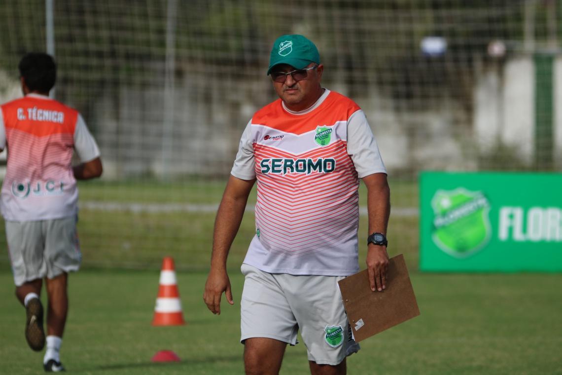 Raimundinho assumiu o Floresta ainda na fase de grupos, classificou o time e o conduziu até o momento crucial da competição