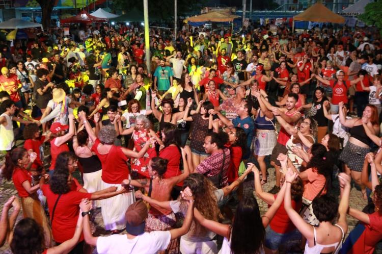 Em defesa do ex-presidente Lula, o Comitê Estadual Lula Livre realiza o Festival Lula Livre na Praça do Dragão do Mar. (Tatiana Fortes/ O POVO)