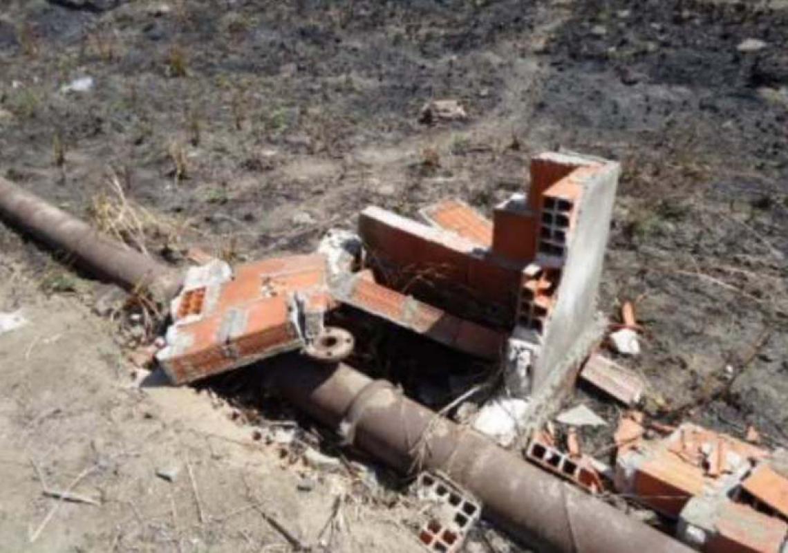 CAIXA DE PASSAGEM destruída e sem ventosa, em Maranguape: situação se repetia em diversos trechos das adutoras inspecionadas