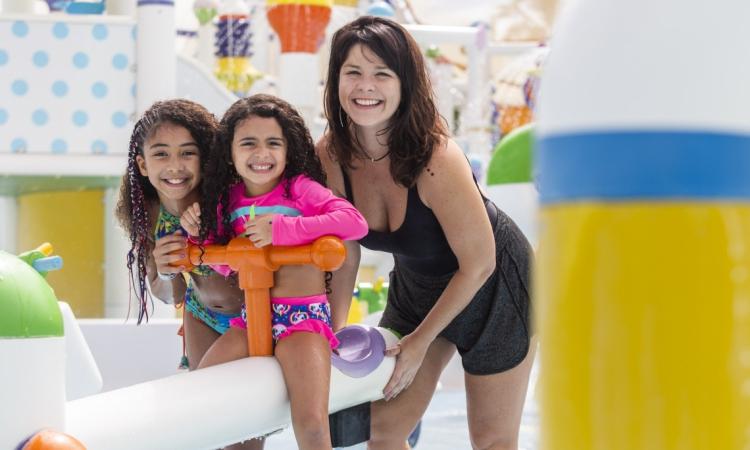 Samara Felippo com as filhas Alícia e Lara